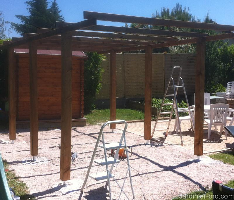 Carport en cours de construction